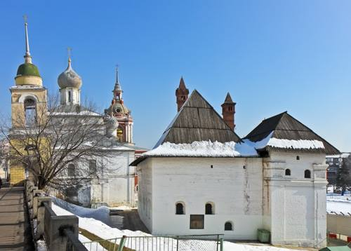 The Oldest Civil Building Outside the Kremlin: The English Court in Zaryadye