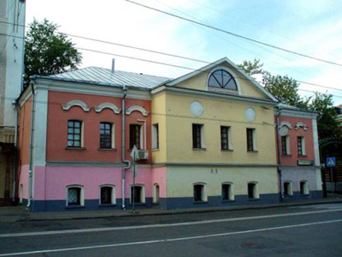 The Oldest Building to Survive as a Residence: The Golitsyn Chamber