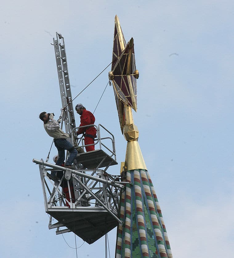 Maintaining the Kremlin Stars